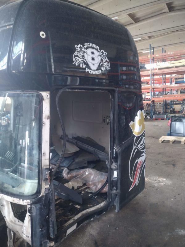 Scania kabiini vasak külg, CR19 topline